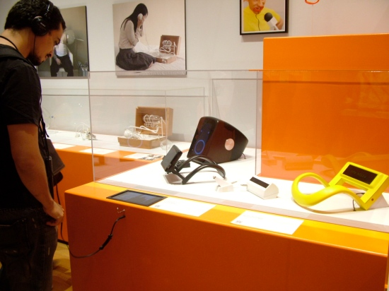 Devices for Mindless Communication. 2010.